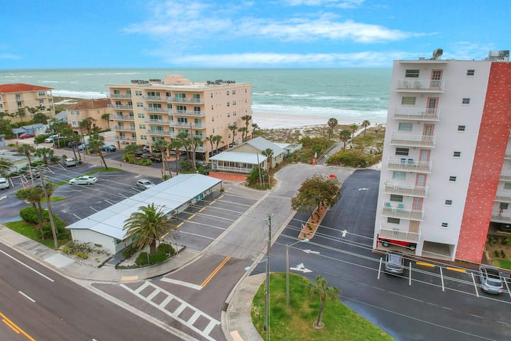 Recently updated, beachside apartment w/ a full kitchen - steps to the beach!