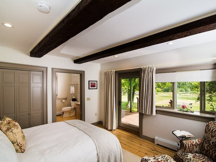 Luxury Queen Room with Private Sunrise Porch