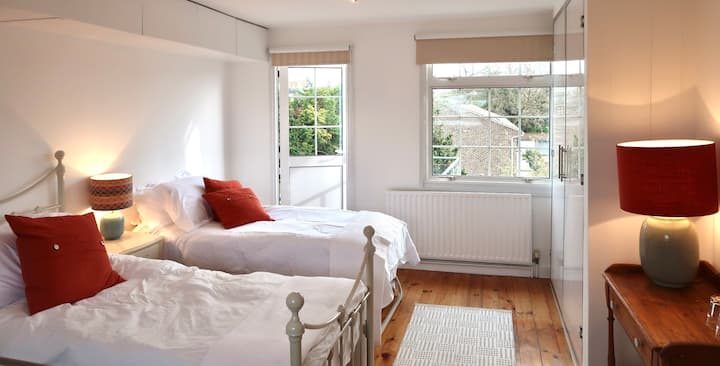 A twin bed sunny studio room in charming cottage.