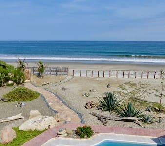 Casa Ñuro Beach Villa on Playa Ñuro, Peru