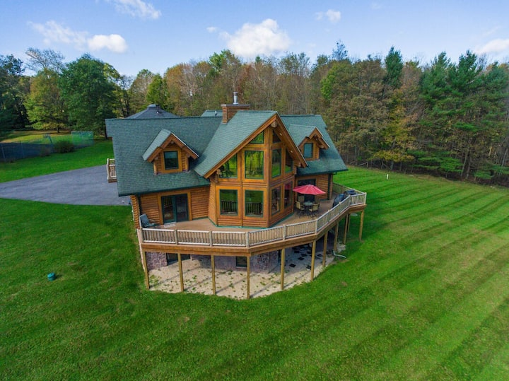 NEW! DOGS WELCOME! Lake Access Home w/Dock Slip, Hot Tub, & Fire Pit!