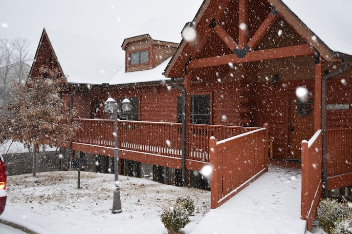 Cozy Cabin-Christmas in the Heart of Branson