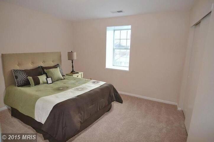 Updated kitchen, clean, safe two bedroom - Arlington - Kondominium