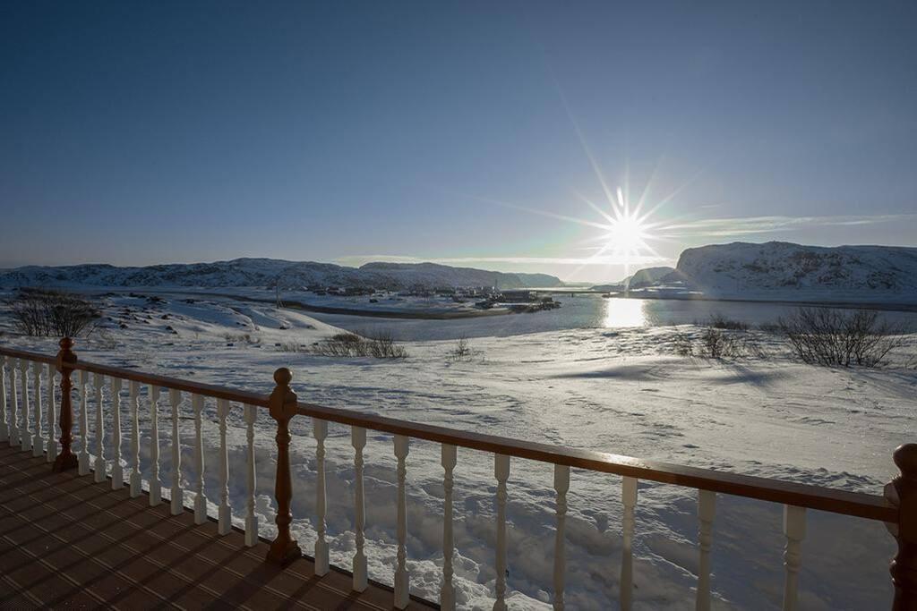 Весеннее солнце. Вид с террасы дома.