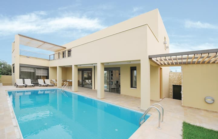 Stunning home in Rethymno Crete with WiFi and 4 Bedrooms