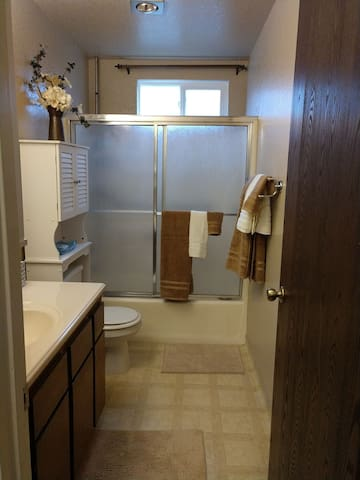 Private Hallway Full Bath