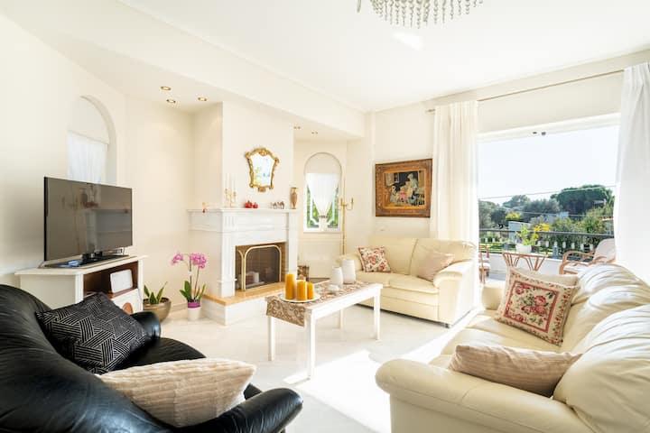 """Lux 3-bedroom Villa - L&L Refuge"""