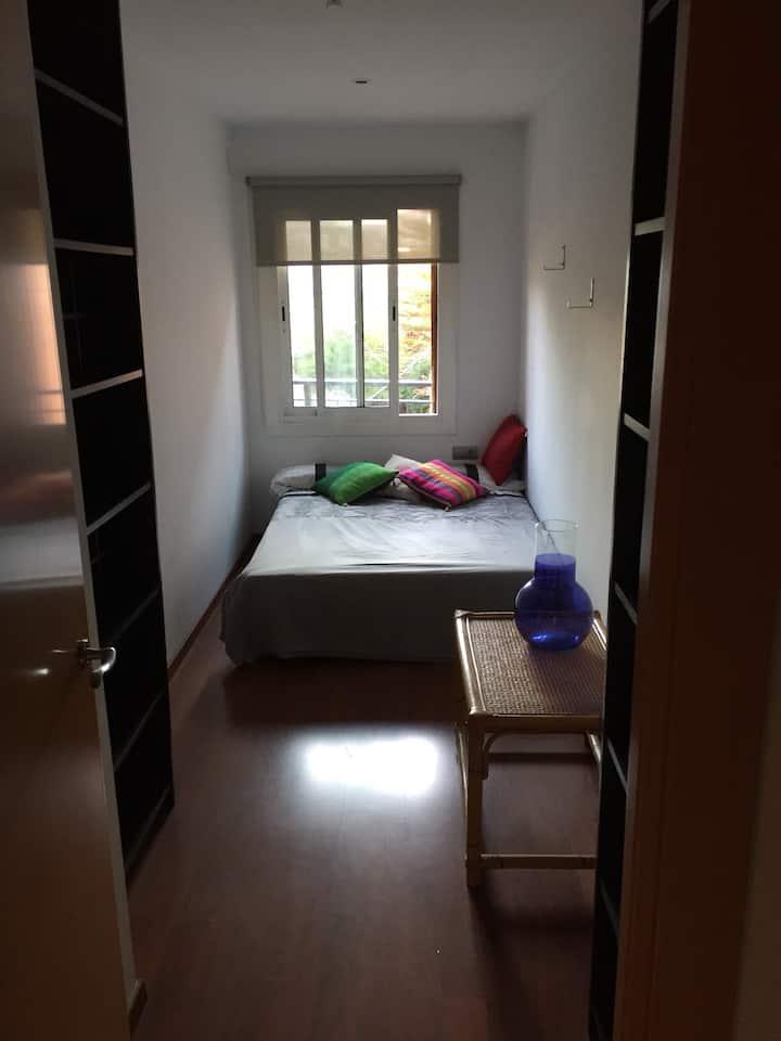 Habitacion privada, centro vila 20 min Barcelona
