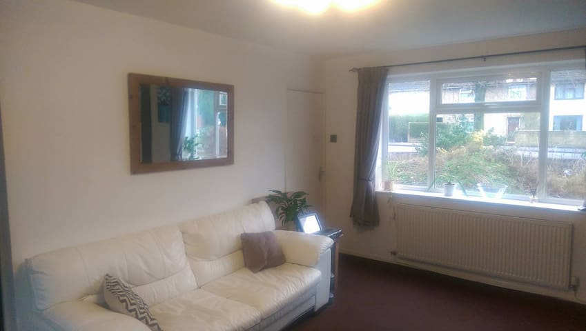 Room to rent in Stockport close to transport links - Stockport - Huis