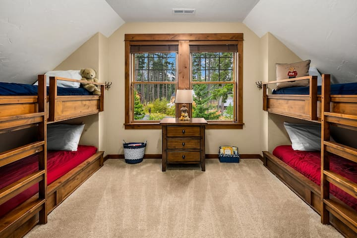 Built-in Twin over Twin bunks in the 2nd floor bonus room.