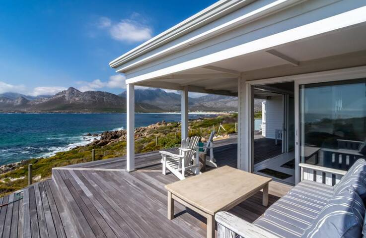 Stunning beach house on the rocks - Pringle Bay - House