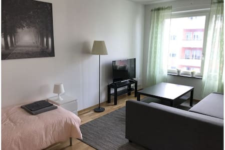 Linköping: Three room apartment with 5 beds