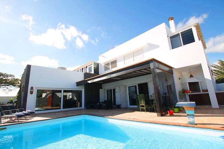 Casa El Abuelo de 4 dormitorios y piscina privada. - Teguise - Dom