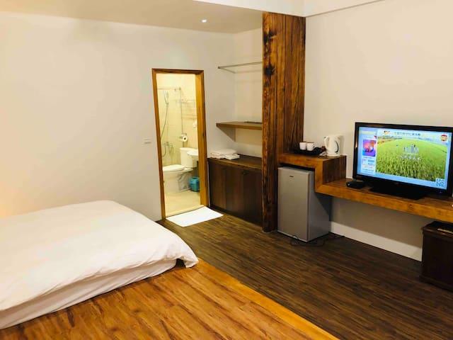 宜蘭好山好水的冬山老屋、私人舒適二人居、以舊原木復古空間隱私的安靜住宿