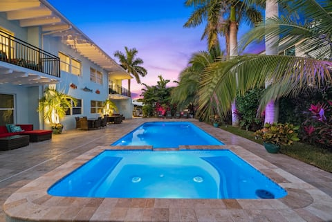⭐BEACHSIDE BLISS!⭐Singer Island 2/2⭐Huge Pool+Spa