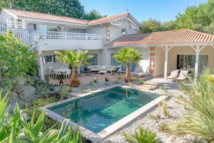 Stunning family villa with swimming-pool in the heart of Le Moulleau