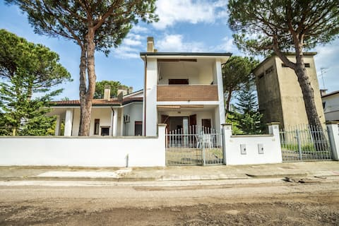 2-rooms-villa with 2 gardens and air conditioning