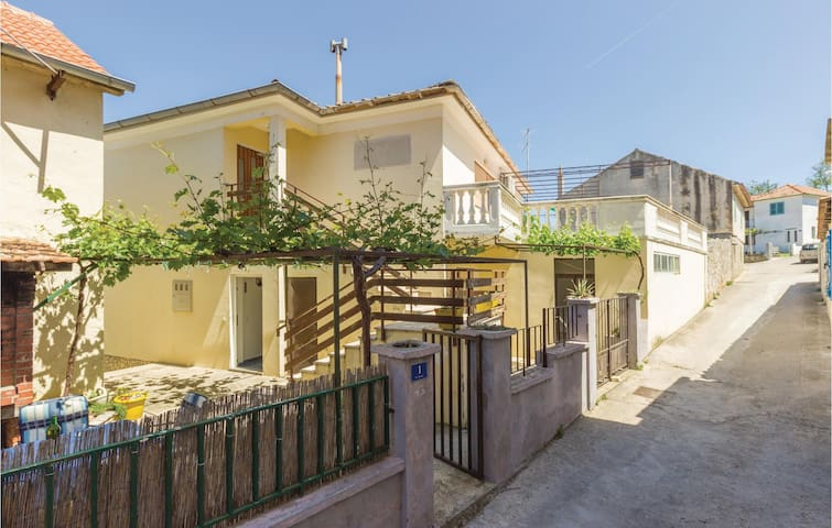 Holiday apartment with 2 bedrooms on 84m² in Tkon