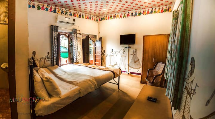 Daily Sanitised Stays 5-Mins from Pushkar Lake