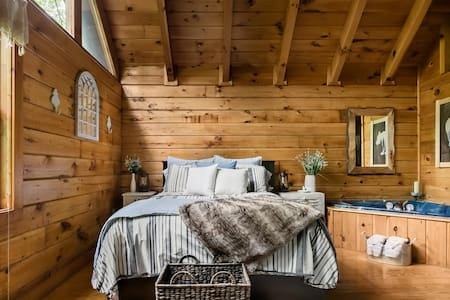 Sweet Retreat Luxury Cabin in Mountain Shadows Resort