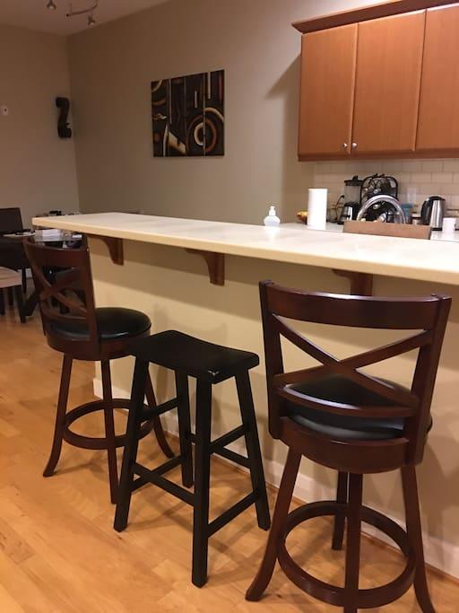 Living/Kitchen Bar