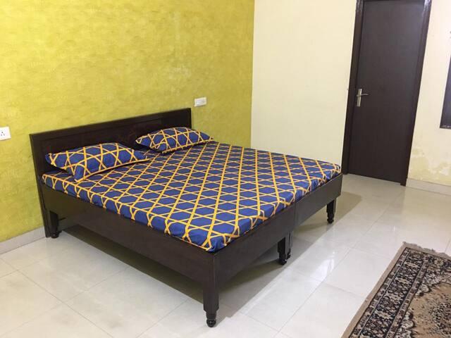 Spacious,Modular Entire Floor in Amritsar (Wifi)