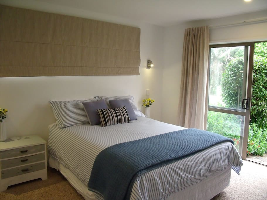 Garden View Queen room + ensuite with private entrance.