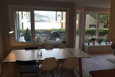 Central, modern apartment with terrace & sea-view - Bergen