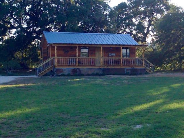 Kat's Kabin at Four Sisters Ranch - Utopia