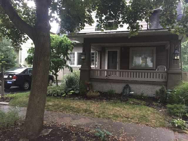 1BR in Highland Square