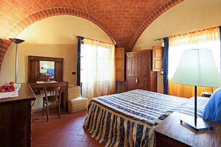 Romantic room with garden/pool in villa in Tuscany - Sinalunga - House