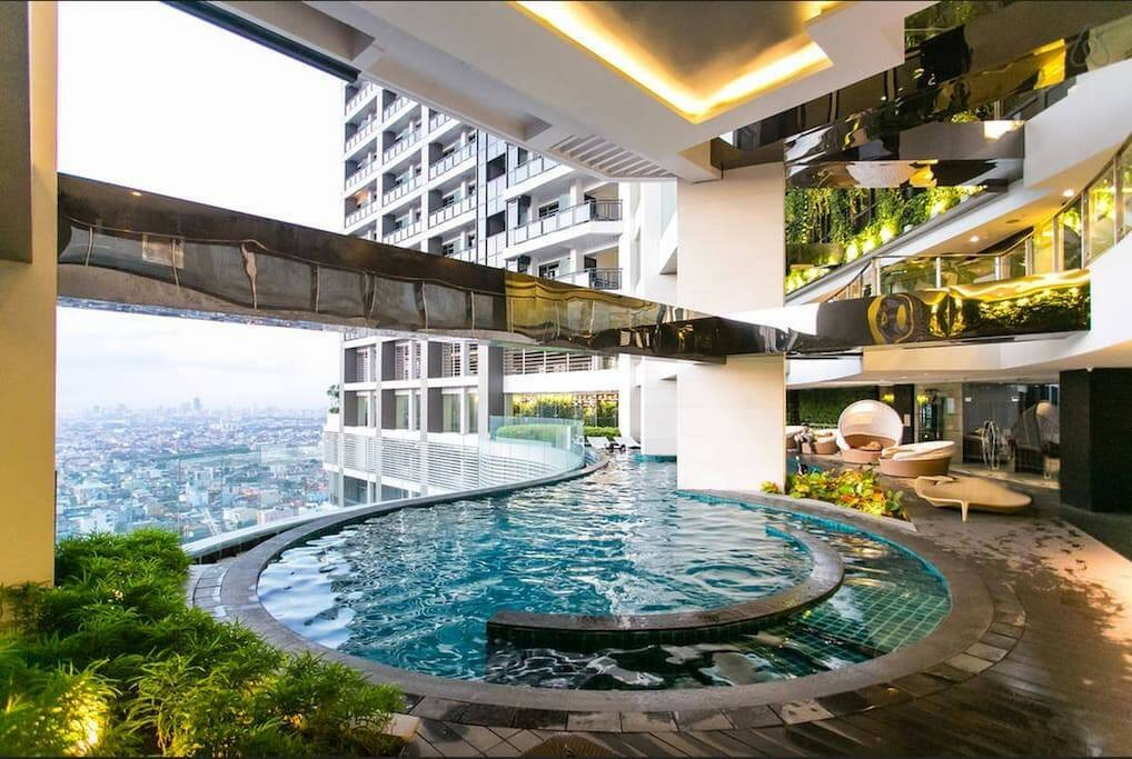 3 swimming pools on 36th floor