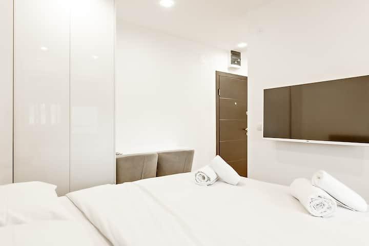 White apartments Studio 1