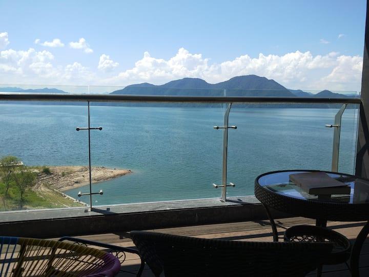 临湖秀湖秘境,正湖景房,5A太平湖风景区内,离太平湖码头5分钟车程。
