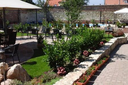Auguszt Residence Pécs - Pécs - Rumah