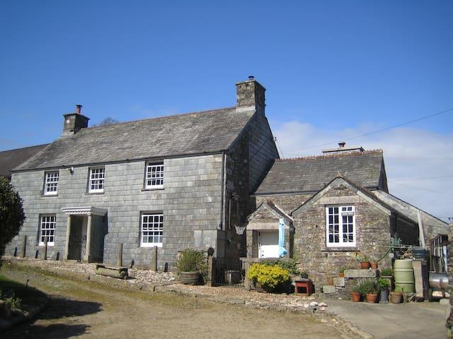 Cornish Farmhouse in 2 acres - Idyllic setting