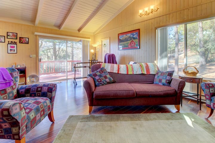 Two-story, mountain-view cabin with furnished deck, wood fireplace - near trails