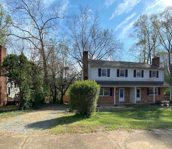 Modern updated 3-bedroom home near downtown & UVA
