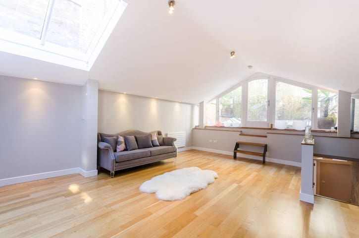 Modern 2Bed Stand-Alone House Hyde Park 90 day min