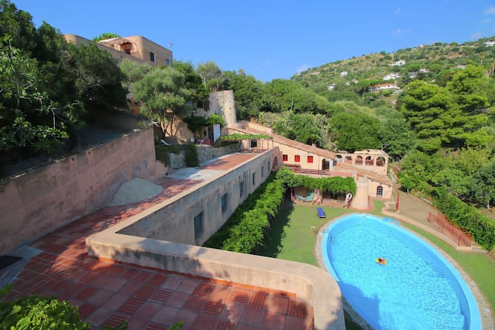 Gorgeous Mansion in Capo Vaticano near Beach