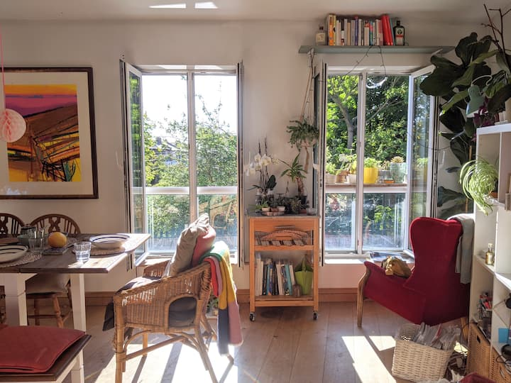 Plant filled flat by Hampstead Heath!*entire flat*