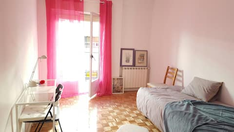 Stylish room with outside balcony in Madrid City