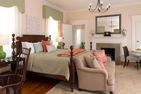 Maple Suite - Ashford Acres Inn