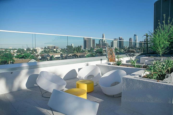 *NEW* PENTHOUSE  - 5 min to DTLA - Rooftop HotTub