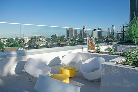 PENTHOUSE  - 5 min to DTLA - Rooftop HotTub - 402