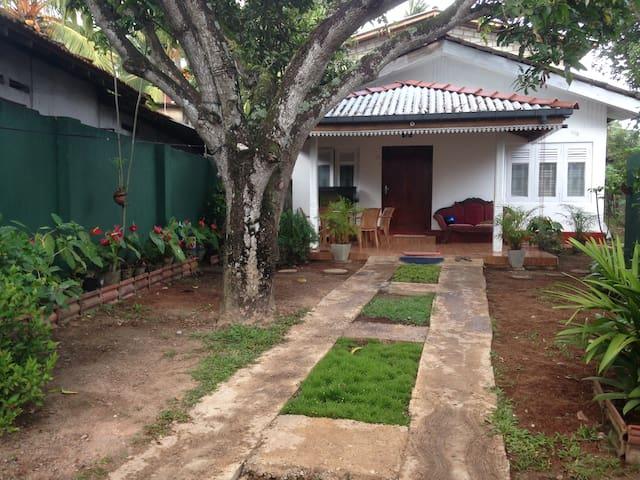 Mango Tree House + Private Room + Free Breakfast