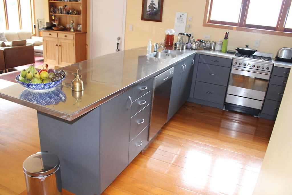 Spacious and modern, fully equipped kitchen