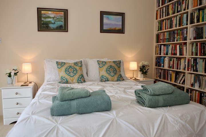 Large Luxury en-suite double bedroom