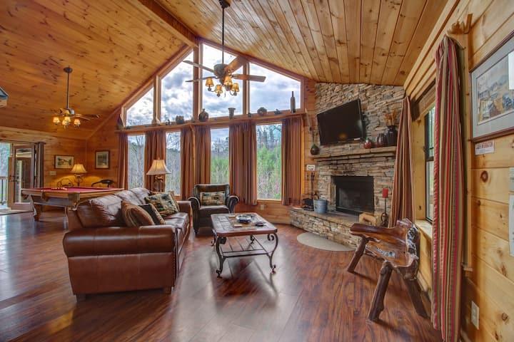Gorgeous dog-friendly cabin w/mountain views, hot tub, sauna, pool table & more!