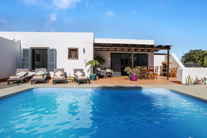 Stylish Villa Casa Sultana Close to Beach with Mountain View, Wi-Fi, Terrace & Pool; Parking Available, Pets Allowed
